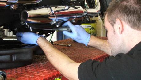 Profi motorszervizeléssel foglalkozik a vállalkozás.